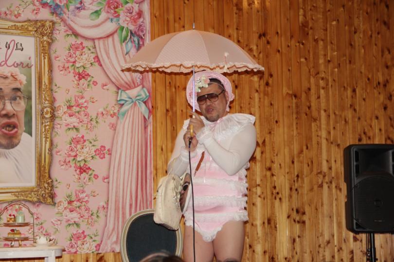 野性爆弾・くっきーの初アーティストブック記念イベント「チェチェナのお茶会」