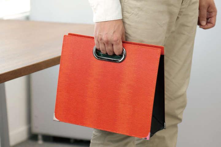 資料が多い会議でもファイルボックス式バッグで楽々移動!