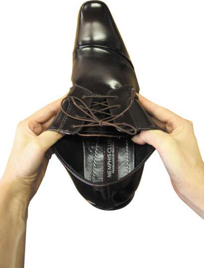 めんどくさがり必見!ヒモを結んだまま靴を脱ぎ履きできますよ
