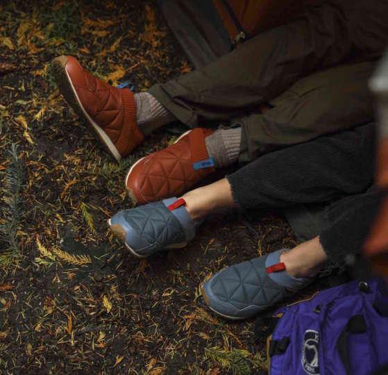 近所履きでもキャンプでも!踏んで履けるモックは重宝します