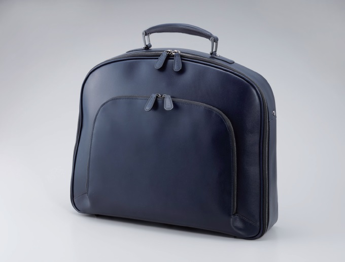 ビジネスバッグは革靴に合わせやすいものがグッドです!