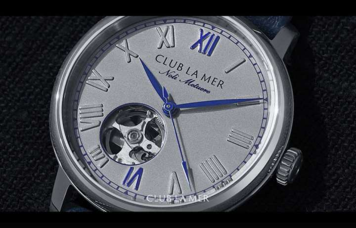 さりげないブルー基調がオシャレ!機械式時計デビューに最適です