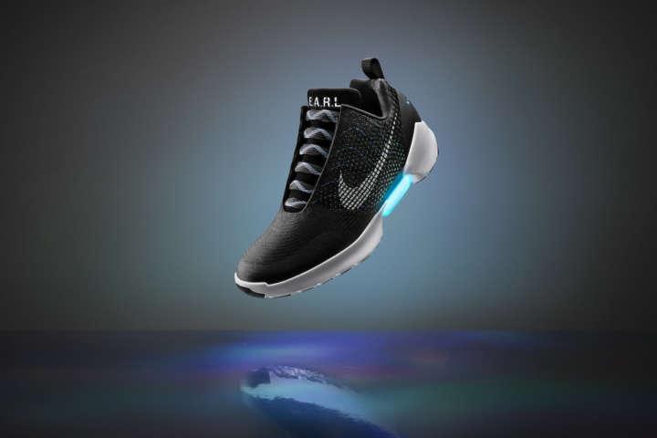 シューレースは電動で締める!未来のスニーカーが国内発売開始!