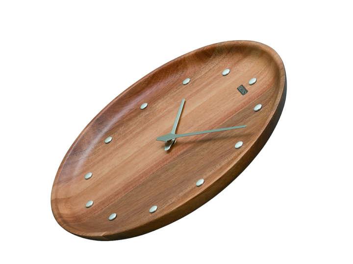いつもそこにあるものだから。木の壁掛け時計がほっとする
