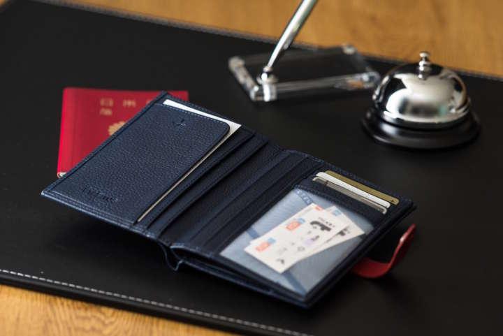 旅に最適なジャケット、財布、シューズで上質さをプラスする