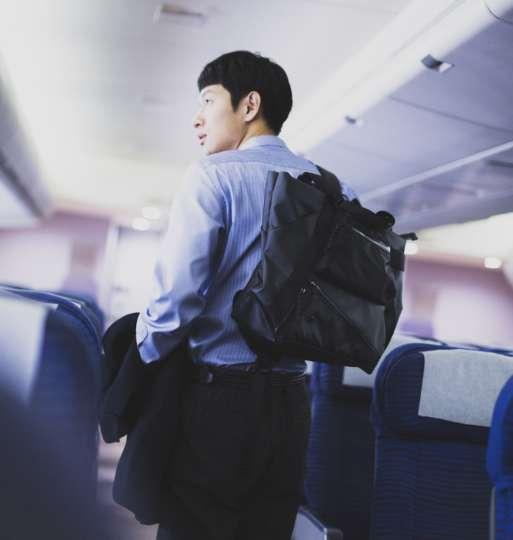 ビジネスシーンでも使えるアウトドアライクなバッグが登場