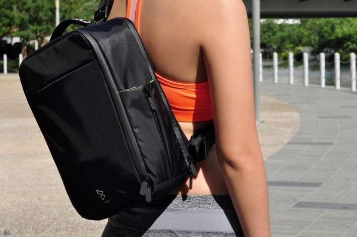 スニーカーまで入れられるアクティビティ好きに最適な多機能バッグ