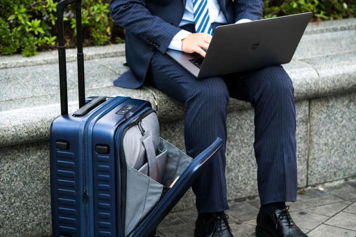 出張中の移動や滞在時間を快適に!+α機能を持つスーツケース8選