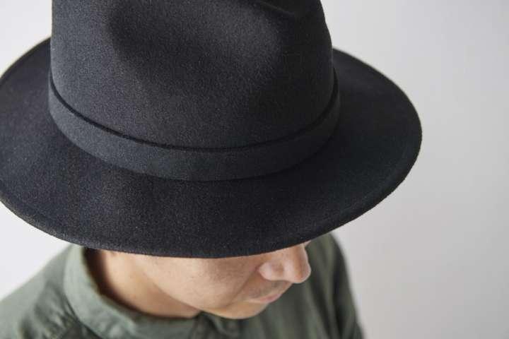 """寝癖も隠せてスマートに見える!簡単な""""帽子スタイル""""の取り入れ方"""