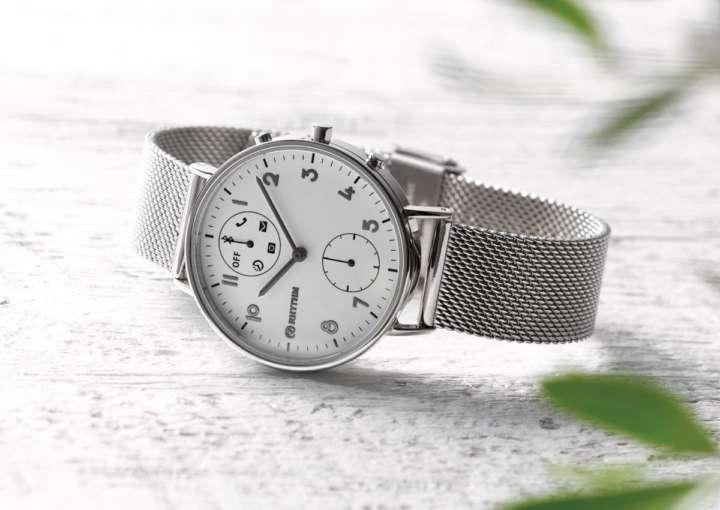 掛け時計メーカーが作る腕時計に込められた工夫とは