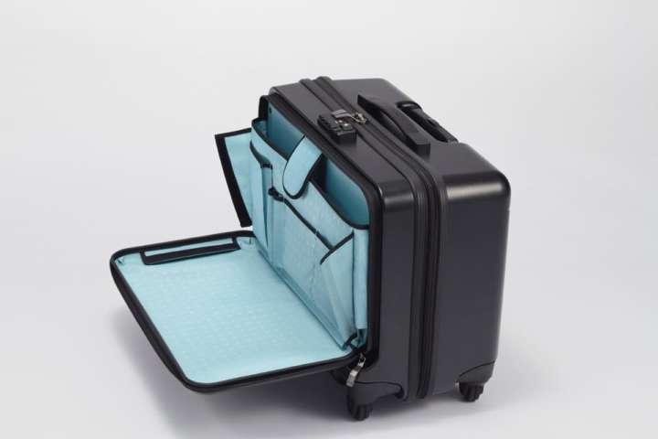 大事な書類は衣服と分けて収納すれば安心です