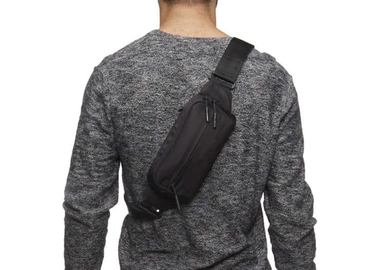 インケースの3Wayバッグは、最小限の小物を持ち運ぶのに最適!