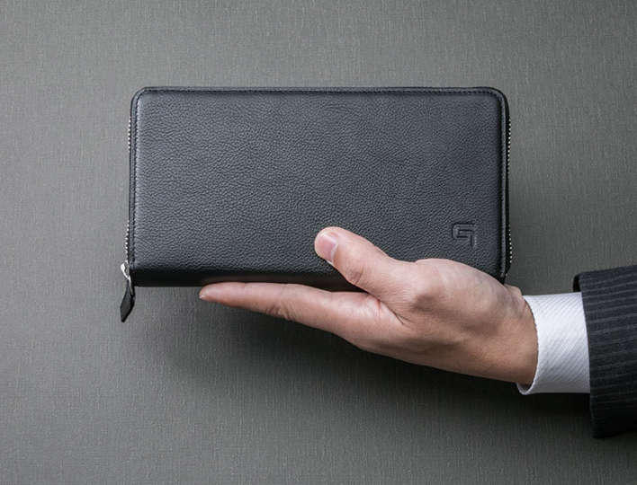 財布もスマホも鍵までも、ひとつにまとめてスマートに