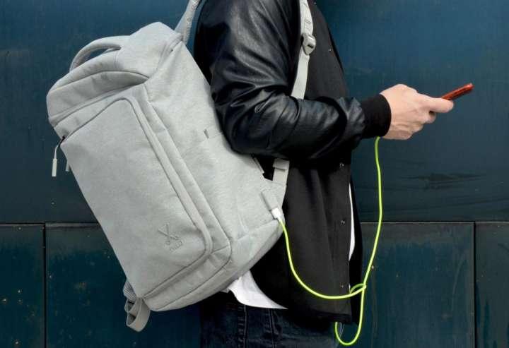 ポケット15個でスマートデザインのバックパックがオシャレです