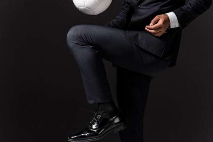 ビジネスシーンで着られるのにサッカーもできるなんて高機能すぎ!
