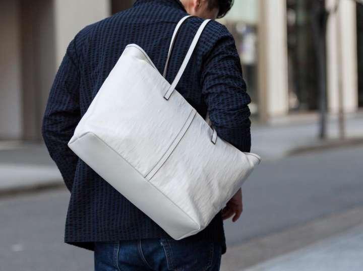 """職人が手がけた""""大人の鞄""""なら仕事も遊びも気分が上がります"""