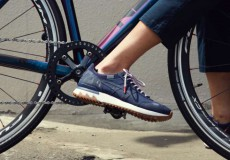 """narifuri""""初""""のスニーカーは自転車に乗るのに最適です!"""