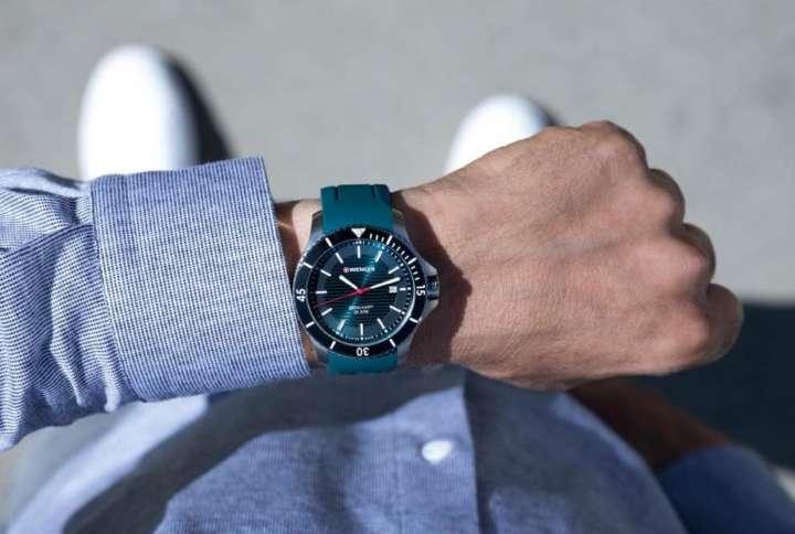 地中海のようなブルーグリーンに惚れるリーズナブルなスイス時計