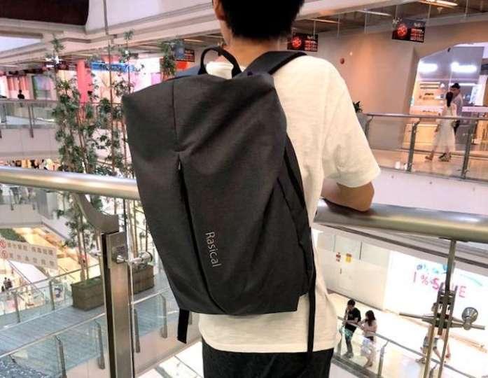 荷物を入れるバッグ自体が重いなんて意味ないよね