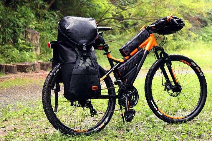 """自転車にも取り付け可能!荷物を""""包む""""バックパック!"""