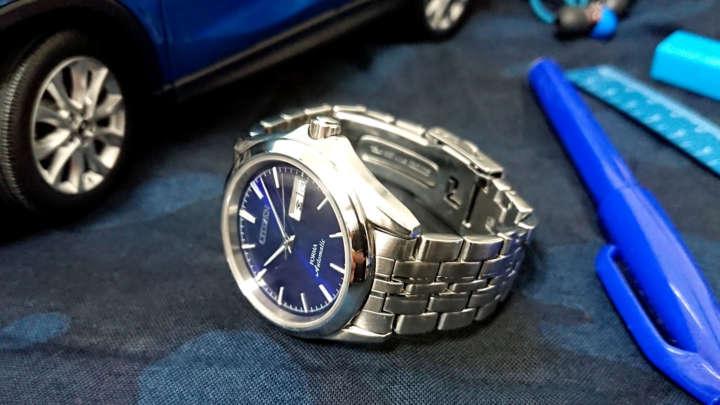 レア物!? 鮮やかなブルーのシチズン機械式腕時計がかっこよかった件