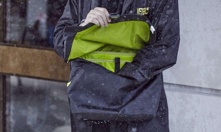 モードだけど機能的!やっぱりバッグは防水機能が大事です