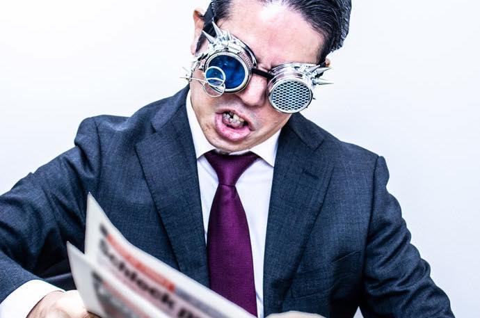 何そのスチームパンクっぽいメガネ!?え、拡大鏡なの?