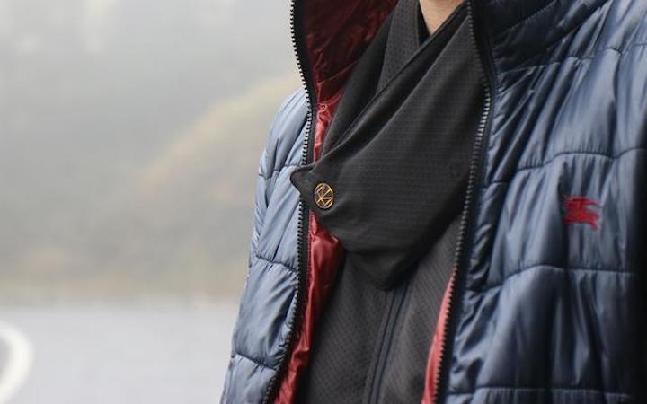 マフラーより暖かい!? 15秒で42℃まで暖めるスカーフで寒さ対策を