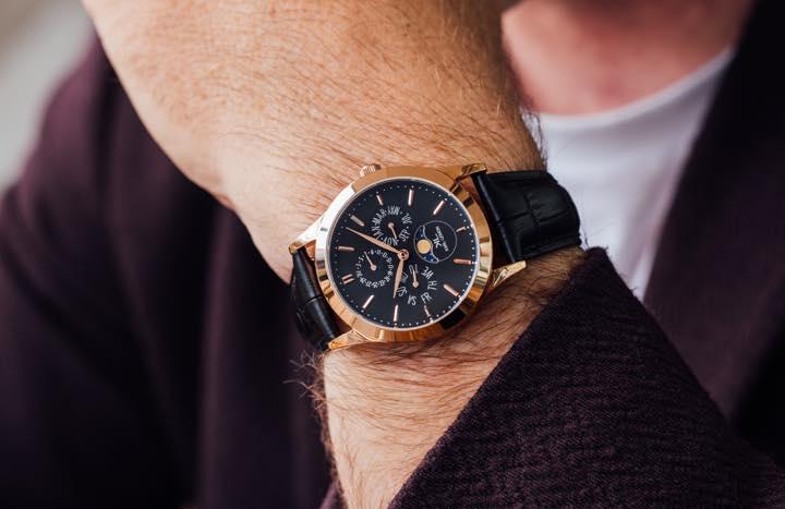 クラウドファンディングで話題を集めた腕時計に格調高いゴールドモデルが登場!