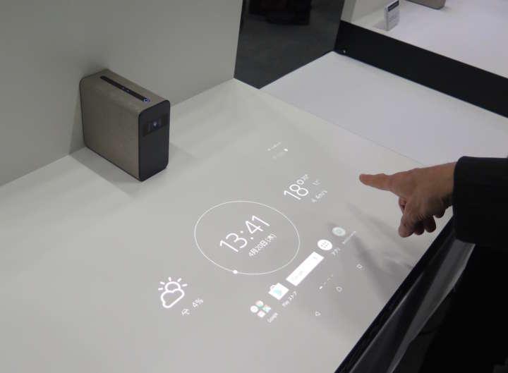 投影した場所をタッチ操作!「Xperia Touch」は未来感あふれる ...