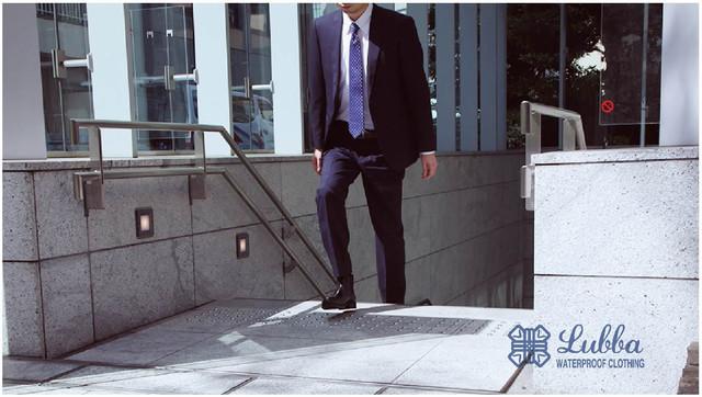 ビジネスシーンでも履ける軽くて滑らないレインブーツで雨の日を快適に!