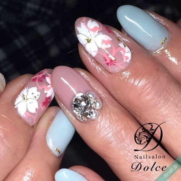 フラットアートで描く桜ネイル。春は指先からはんなり美人に
