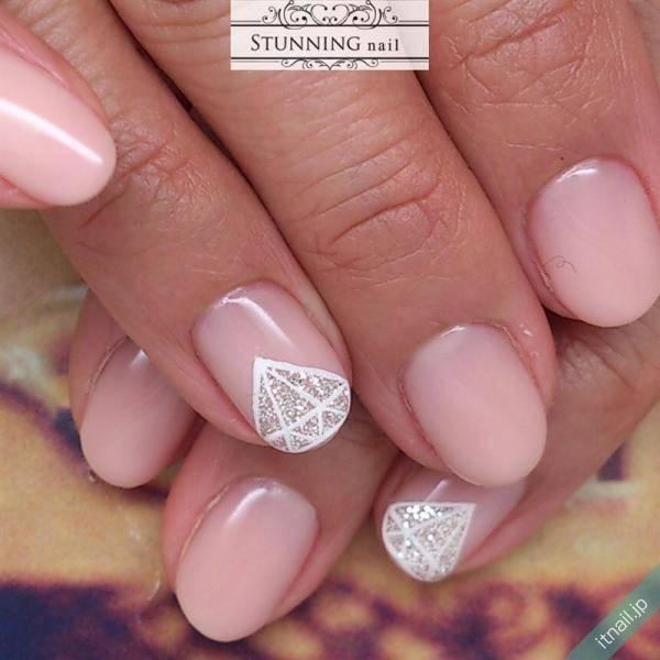 ほどよくカジュアル♪ダイヤモンドアートが素敵なネイルデザイン