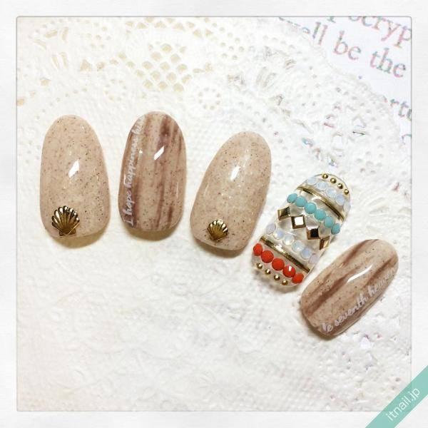 キラキラ光る砂浜ネイルで美しい指先に♡夏を感じるデザイン特集