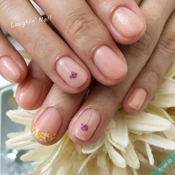 可愛い指先にうっとり♡ふんわりカラーで作る《一輪の花ネイル》