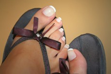 【放置厳禁】夏のフットジェルネイルをオフしないと爪が変形する