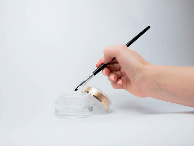 【ジェルネイルに欠かせないジェル筆の種類】アートに合わせて使い分けよう!