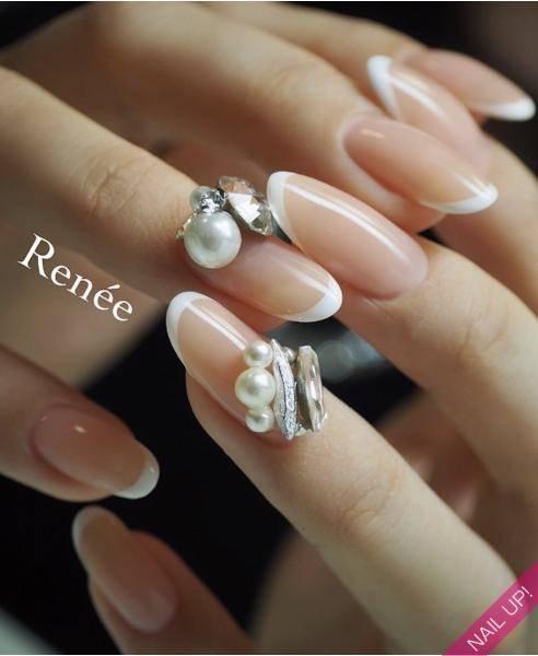 爪を美しく見せる ナローフレンチネイル の魅力に迫る