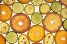 柑橘系果物がジェルネイルを変色させる?黒ずみやベタつきの原因に