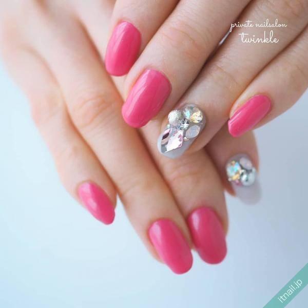 めざせワントーンアップ!手、指をキレイに魅せるネイルカラーは?