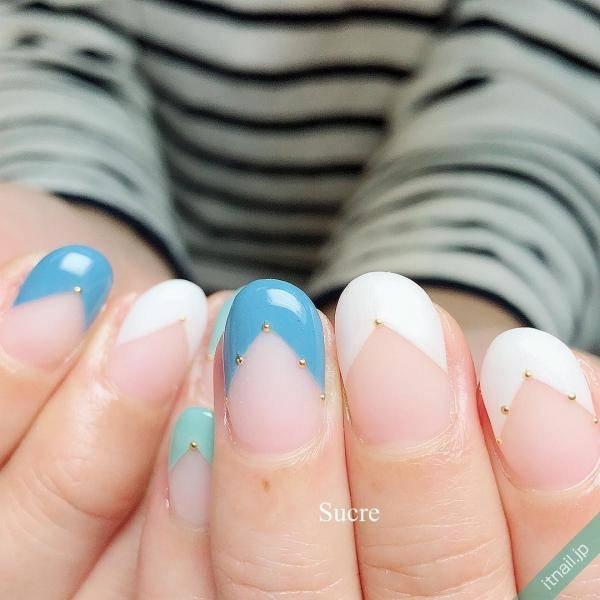 夏っぽく涼しげに♡ブルー&ホワイトのフレンチネイル