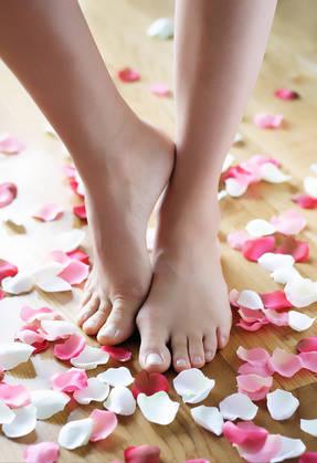 【 足の爪のケア解説 】フットネイルを楽しむためのお手入れ知識