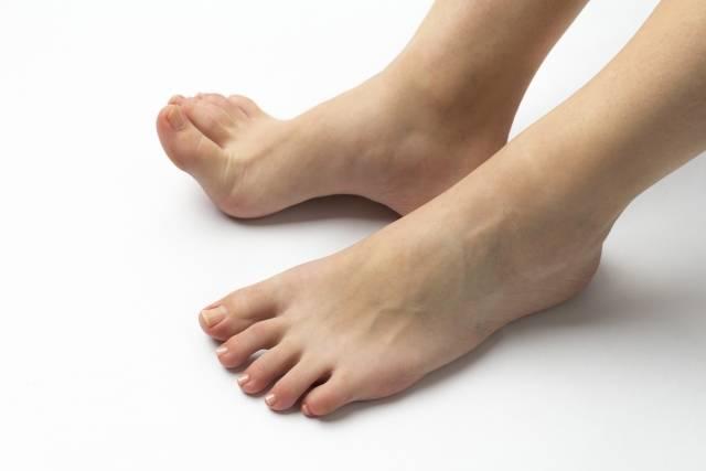 【足のお悩み解決】臭い、乾燥…フットネイルを楽しむための対処法
