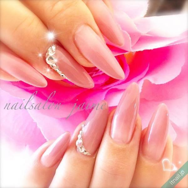 指を綺麗に見せてくれる♡女性らしさ全開のポイントネイル特集