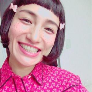 ぱっつん前髪のおかっぱにそばかすをつけた佐田真由美の画像