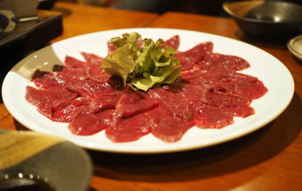 """""""純国産""""のダチョウ肉のしゃぶしゃぶ / 画像・真白 彩(@ayamajiro )"""
