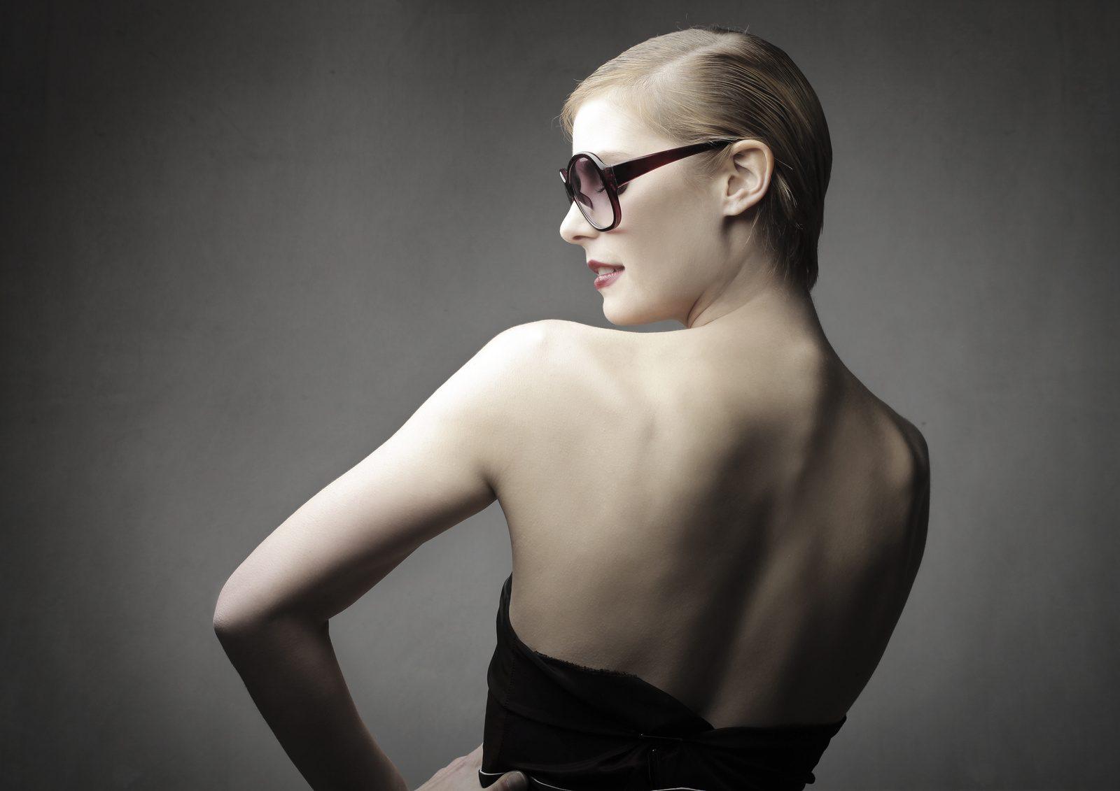 女は肩甲骨から老ける?○○を意識するだけで5歳若くみえる!