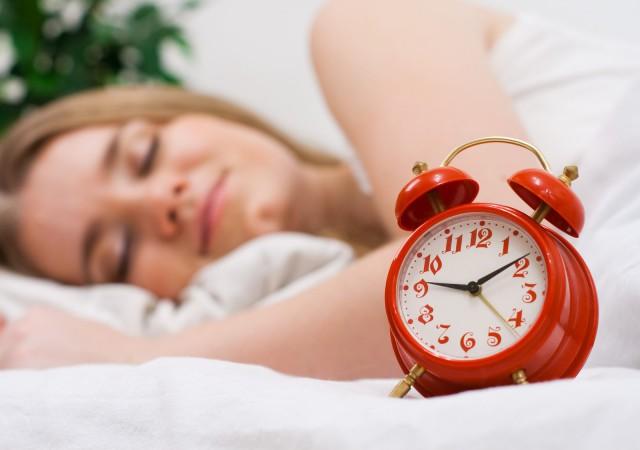 キャッ寝坊…「眉と○○」で一瞬で身支度を終えるメイク【40代の時短美容】