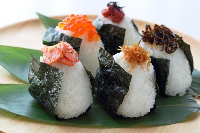 40代女性が選ぶ定番コンビニおにぎりは鮭?ツナマヨ?それとも?