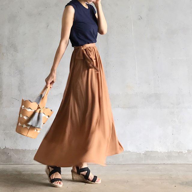 40代の上品コーデに♡GUの#サテンマキシスカートが使える件